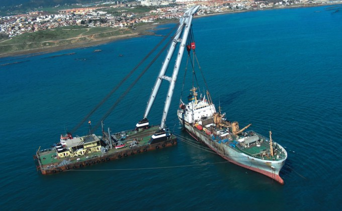 Heavy lift & Barges